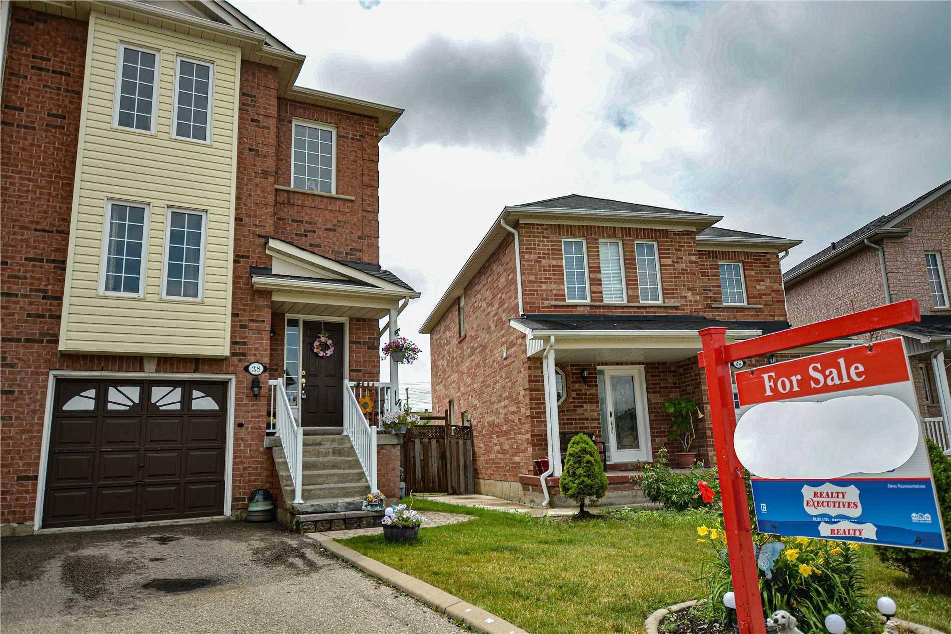 Townhouse for sale at 38 Dunlop Ct Brampton Ontario - MLS: W4519464