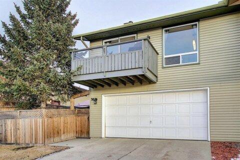 Townhouse for sale at 38 Glenpatrick Cres Cochrane Alberta - MLS: A1052197