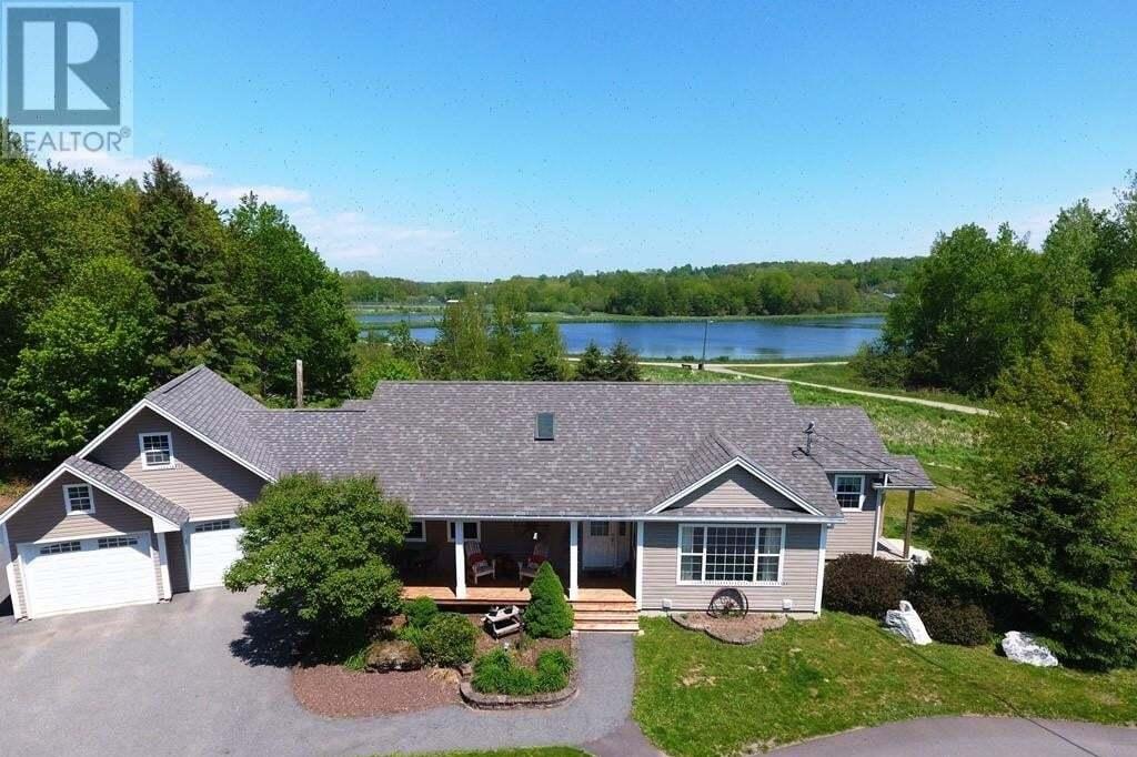 House for sale at 38 Loyalist Dr Hampton New Brunswick - MLS: NB043011