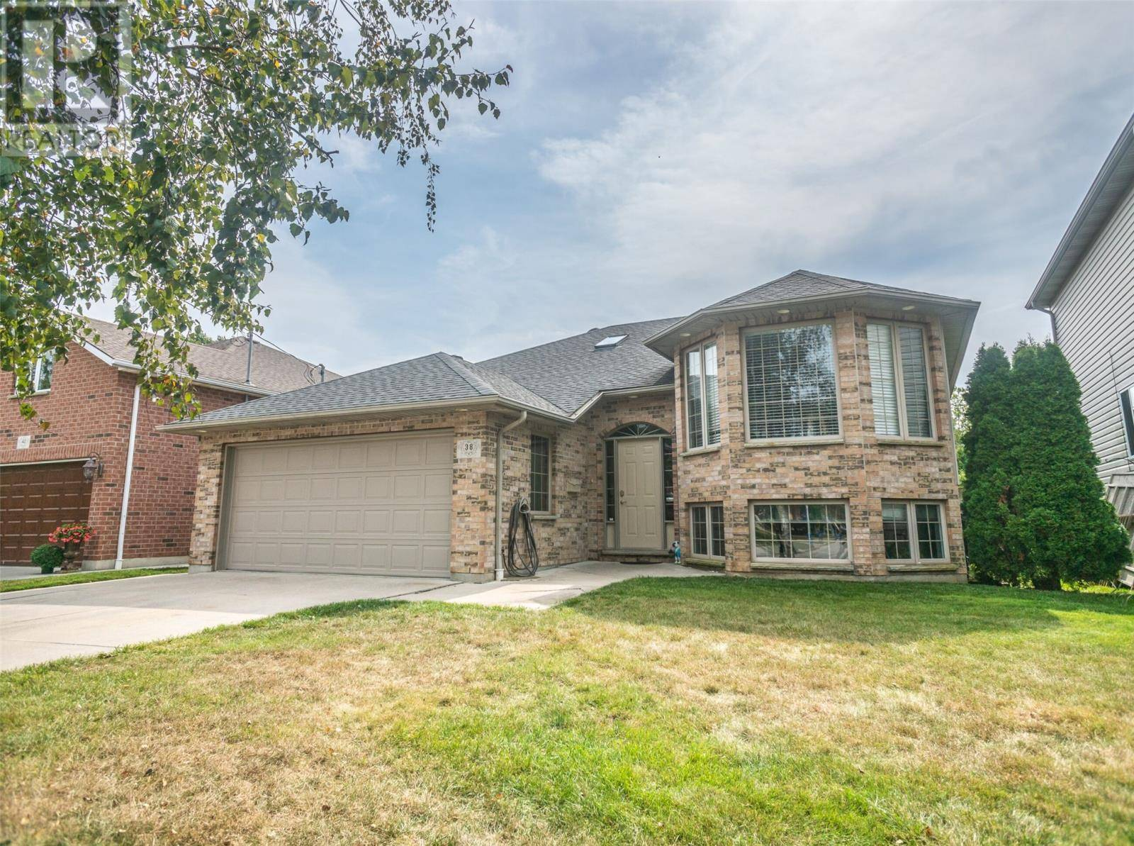 House for sale at 38 Queensway Dr Chatham Ontario - MLS: 20000303
