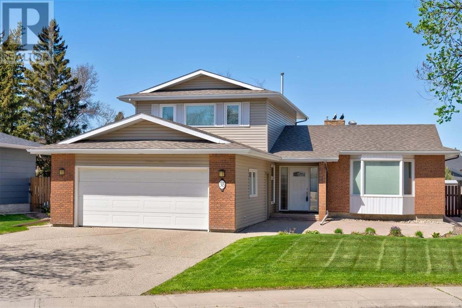 House for sale at 38 Rogers Pl Regina Saskatchewan - MLS: SK809316