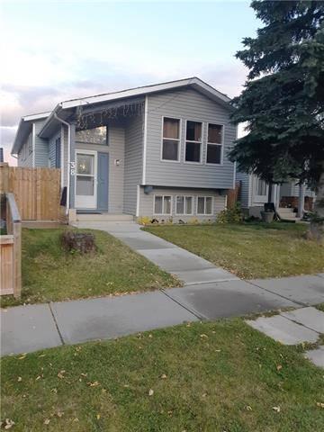 House for sale at 38 Tararidge Dr Northeast Calgary Alberta - MLS: C4270443