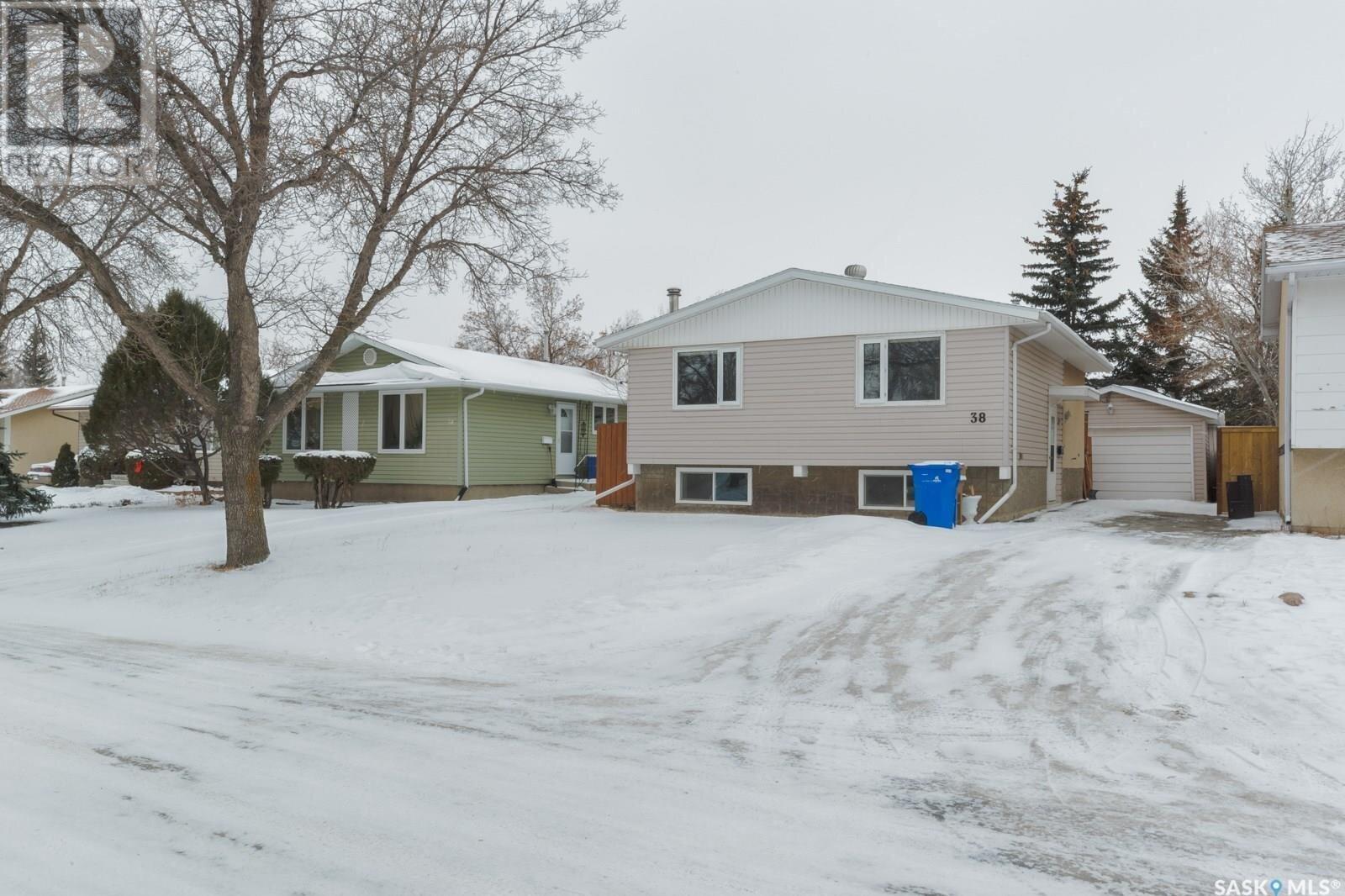 House for sale at 38 Thorn Cres Regina Saskatchewan - MLS: SK837506