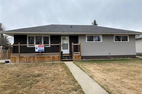 House for sale at 380 25th St W Prince Albert Saskatchewan - MLS: SK799686