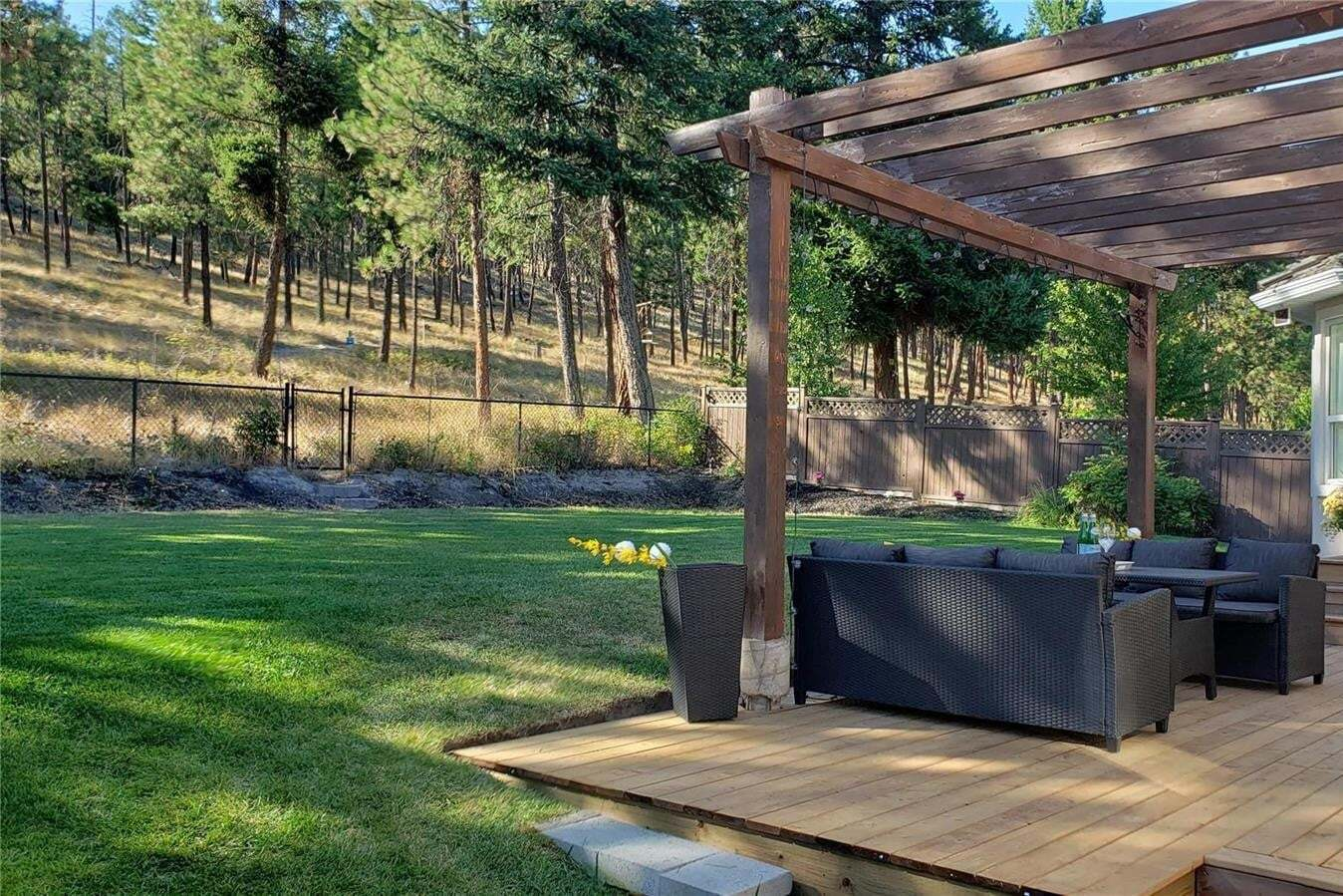 House for sale at 380 Woodpark Cres Kelowna British Columbia - MLS: 10215102
