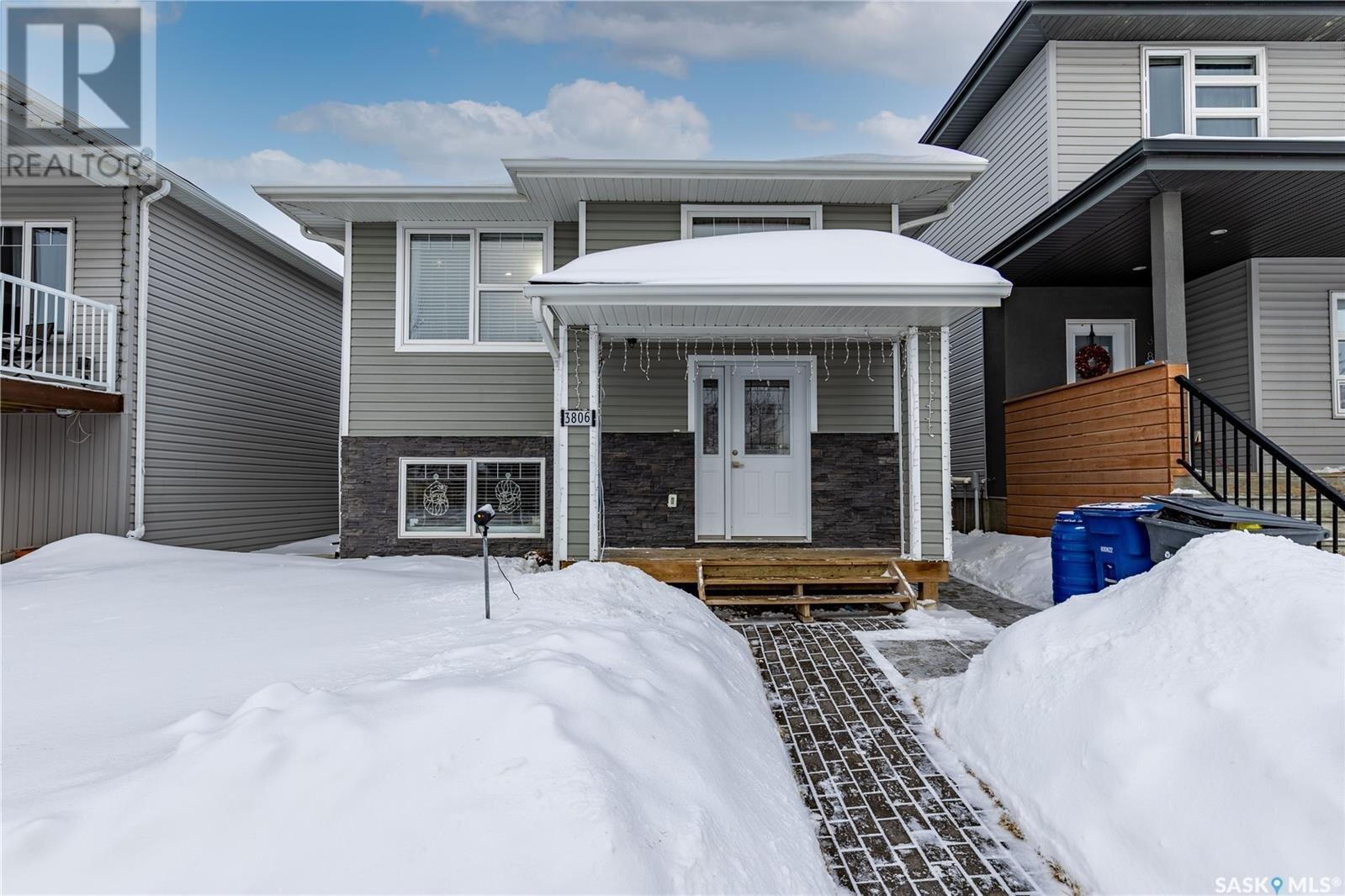 House for sale at 3806 33rd St W Saskatoon Saskatchewan - MLS: SK839531