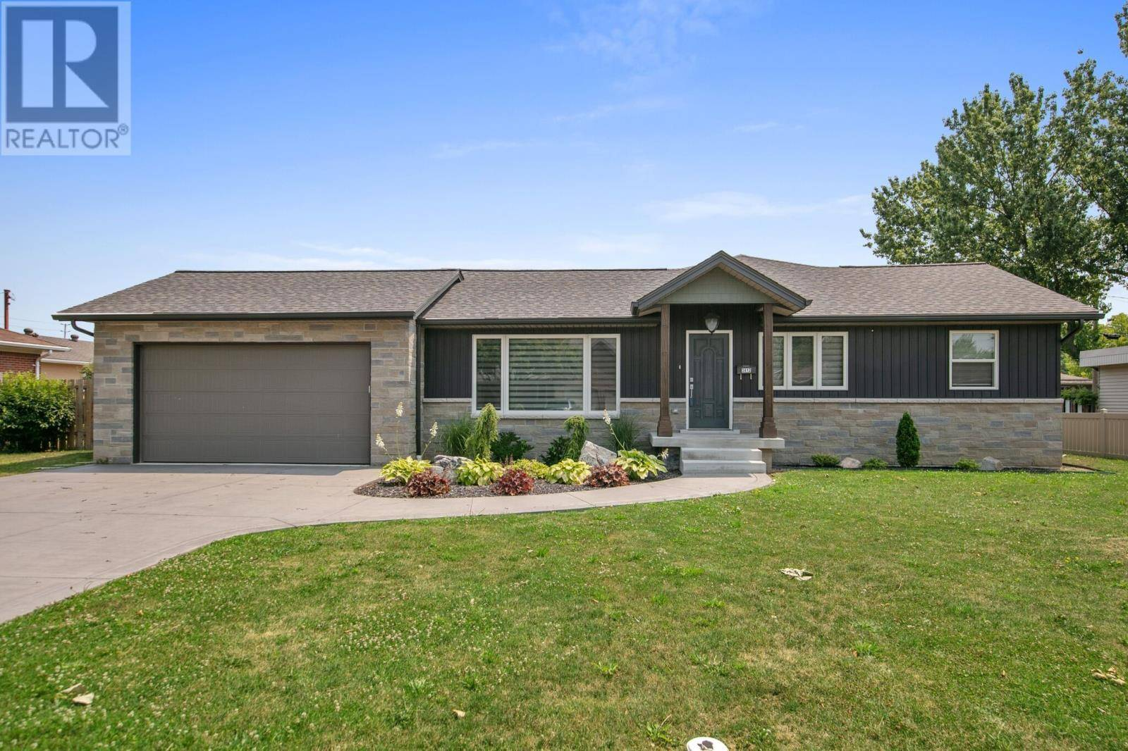 House for sale at 3812 Karen St Windsor Ontario - MLS: 19025225