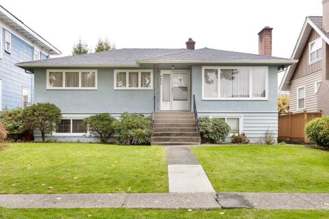 House for sale at 3825 Dundas St Burnaby British Columbia - MLS: R2517776