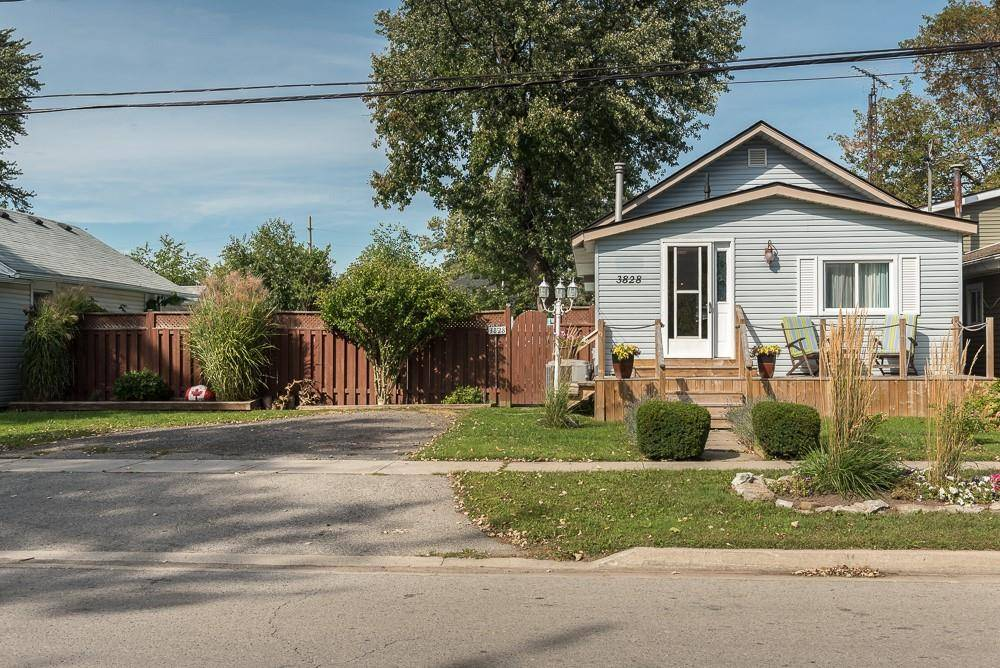 House for sale at 3828 Roxborough Ave Crystal Beach Ontario - MLS: H4064479
