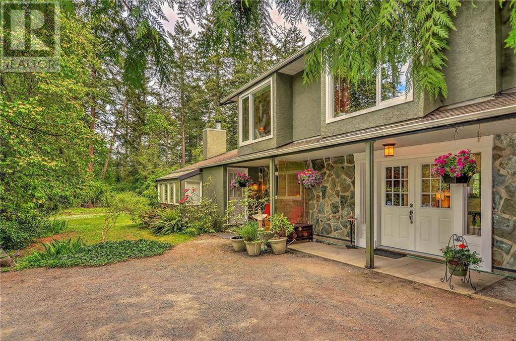 House for sale at 385 Ivor Rd Victoria British Columbia - MLS: 413607