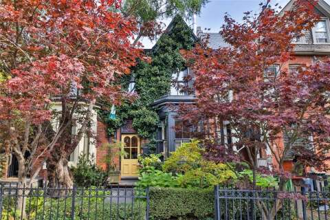 Townhouse for sale at 385 Sackville St Toronto Ontario - MLS: C4962804