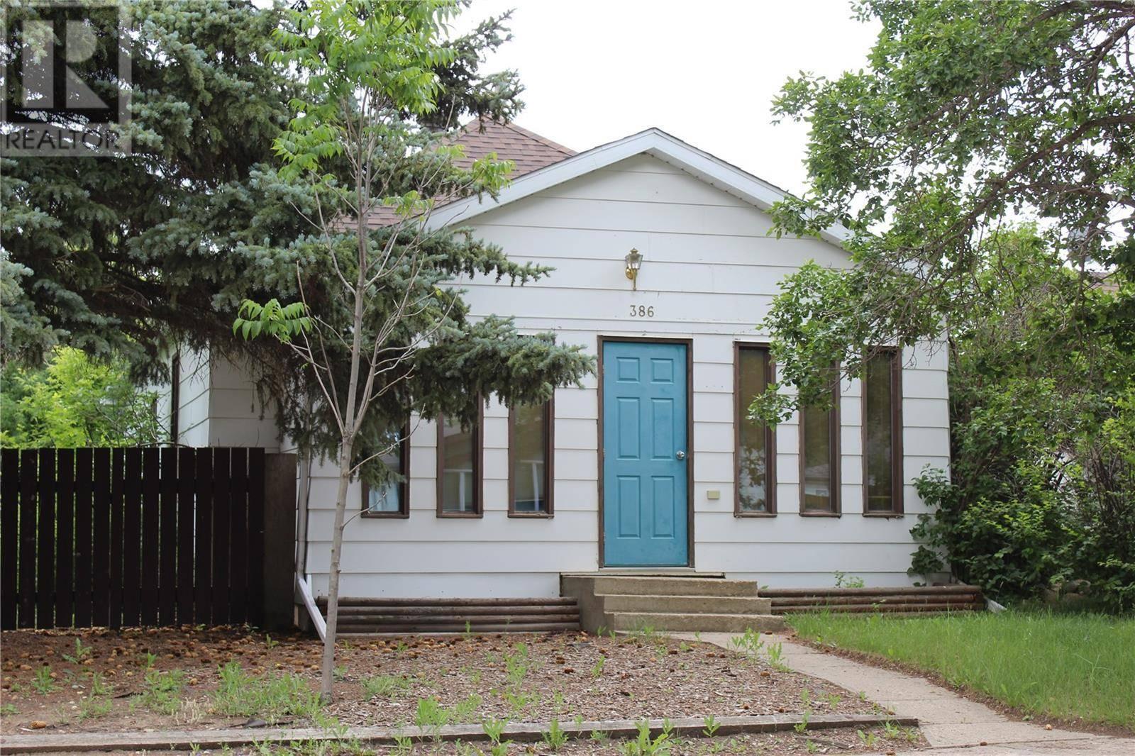 House for sale at 386 3rd St E Shaunavon Saskatchewan - MLS: SK763406