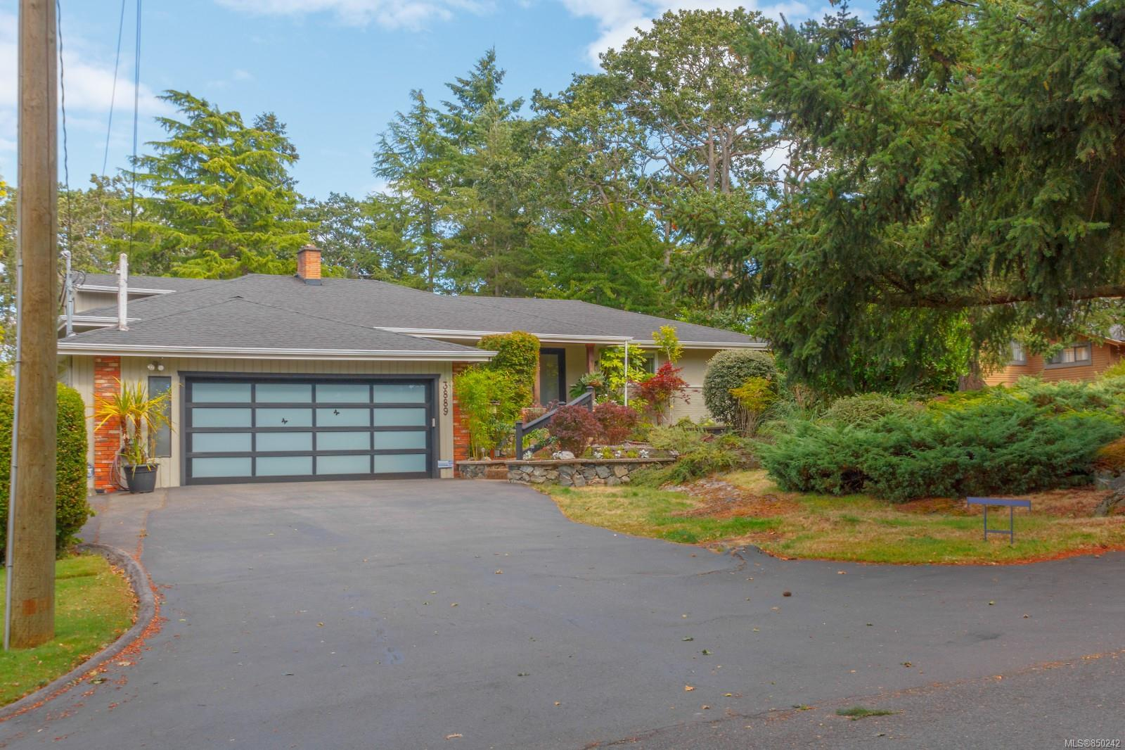 Removed: 3889 Persimmon Drive, Saanich, BC - Removed on 2020-08-15 00:03:20