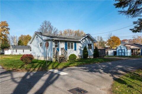 House for sale at 3892 Wellington Rd Crystal Beach Ontario - MLS: 40041494
