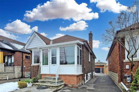 House for sale at 39 Chandos Ave Toronto Ontario - MLS: W5076499