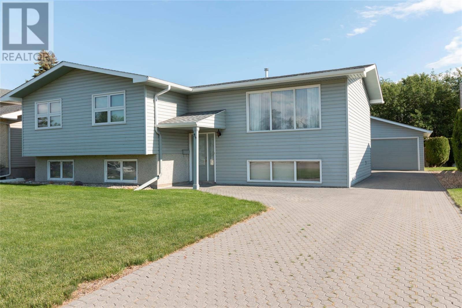 House for sale at 39 Churchill Ct Saskatoon Saskatchewan - MLS: SK789542