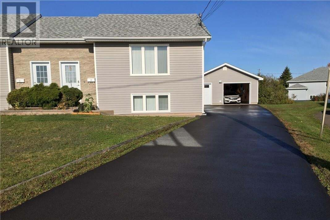 House for sale at 39 Colonial Dr Moncton New Brunswick - MLS: M130054
