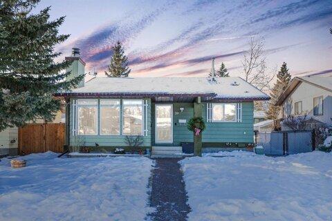House for sale at 39 Glenpatrick Rd Cochrane Alberta - MLS: A1056921