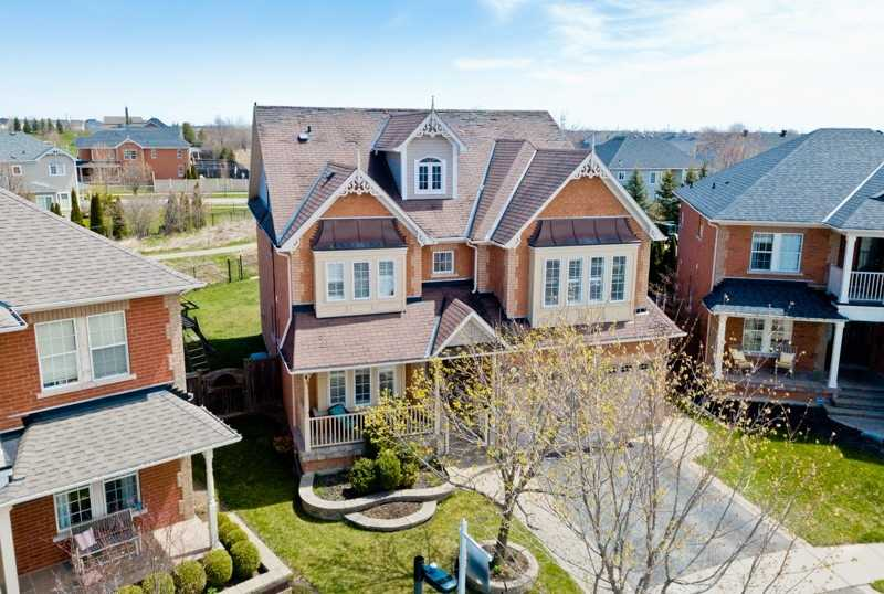 For Sale: 39 Hanson Crescent, Whitby, ON | 4 Bed, 5 Bath House for $1149000.00. See 39 photos!