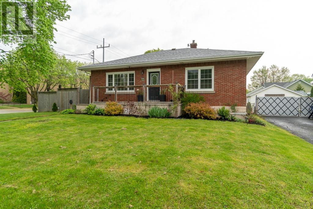 For Sale: 39 Tweedsmuir Avenue, Chatham, ON | 3 Bed, 1 Bath House for $199,000. See 17 photos!