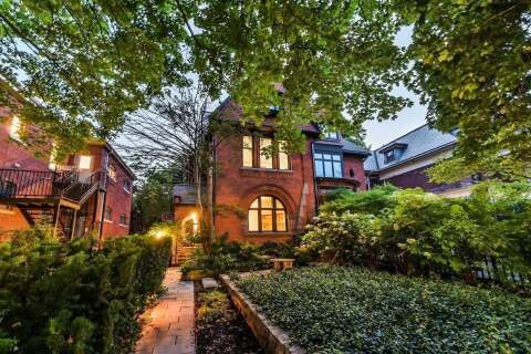 Townhouse for sale at 390 Brunswick Ave Toronto Ontario - MLS: C4913758