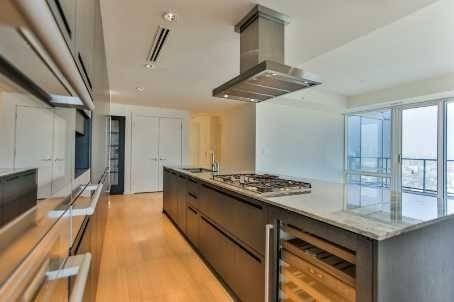 Apartment for rent at 180 University Ave Unit 3906 Toronto Ontario - MLS: C4523130