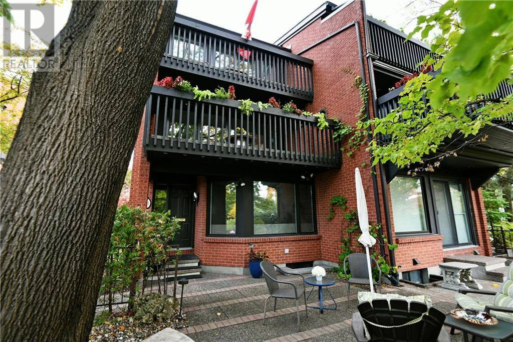 Townhouse for sale at 391 Echo Dr Ottawa Ontario - MLS: 1172479