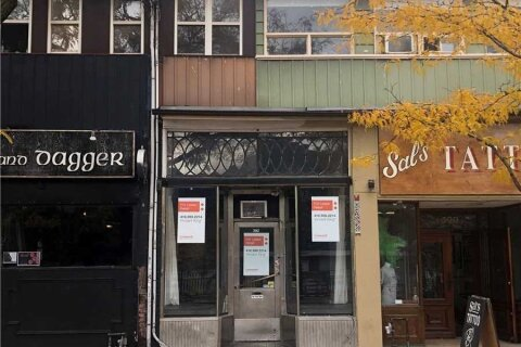 Commercial property for lease at 392 College St Toronto Ontario - MLS: C4968999