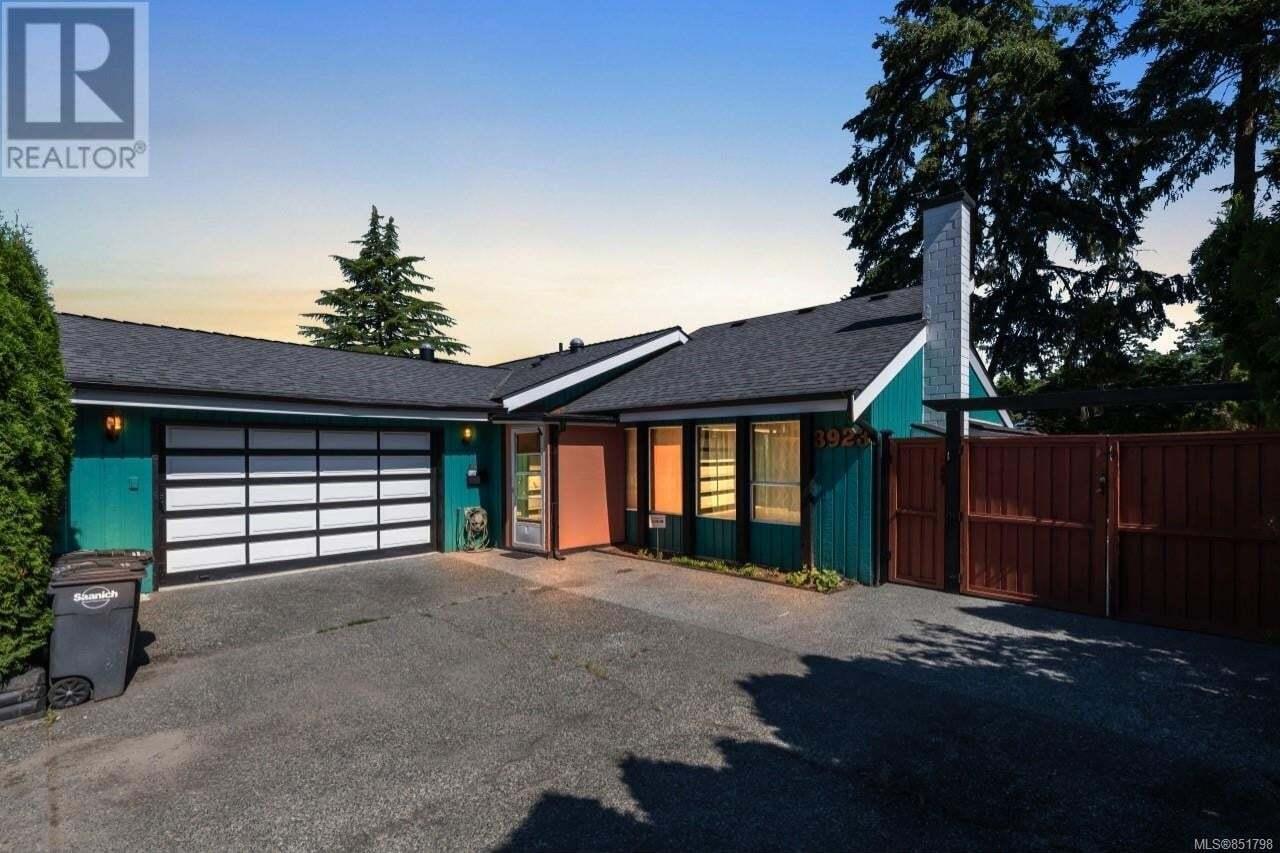House for sale at 3923 Cedar Hill Cross  Saanich British Columbia - MLS: 851798