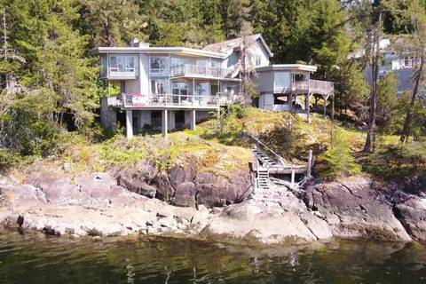 House for sale at 3967 Francis Peninsula Rd Madeira Park British Columbia - MLS: R2454173
