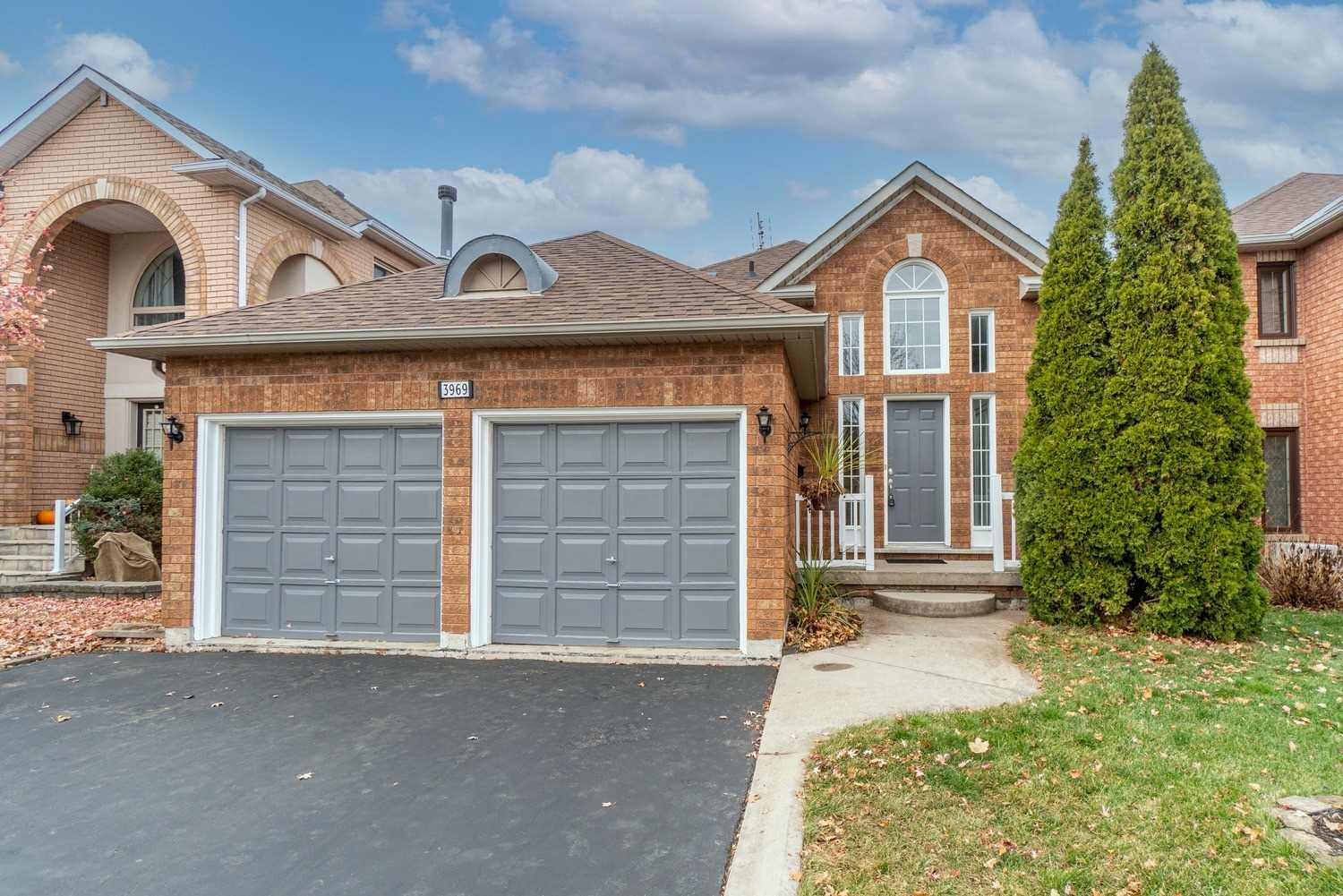 For Sale: 3969 Parkgate Drive, Mississauga, ON   2 Bed, 2 Bath House for $799000.00. See 37 photos!