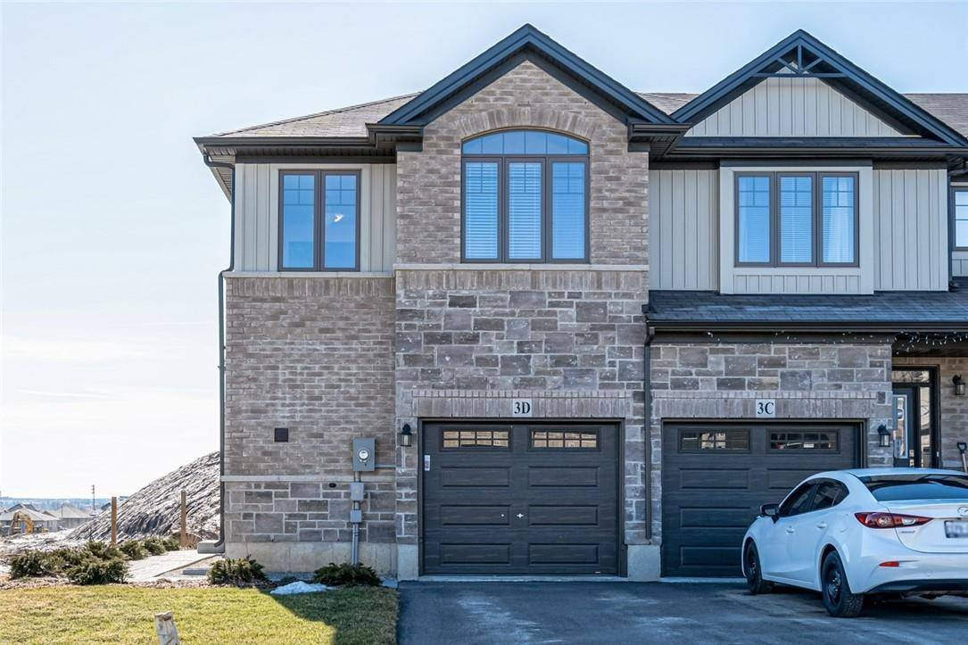 Townhouse for sale at 3 Vic Chambers Pl Paris Ontario - MLS: H4074021