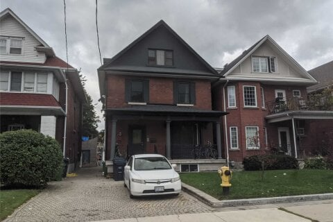 House for rent at 154 Mavety St Unit 4 Toronto Ontario - MLS: W4951558