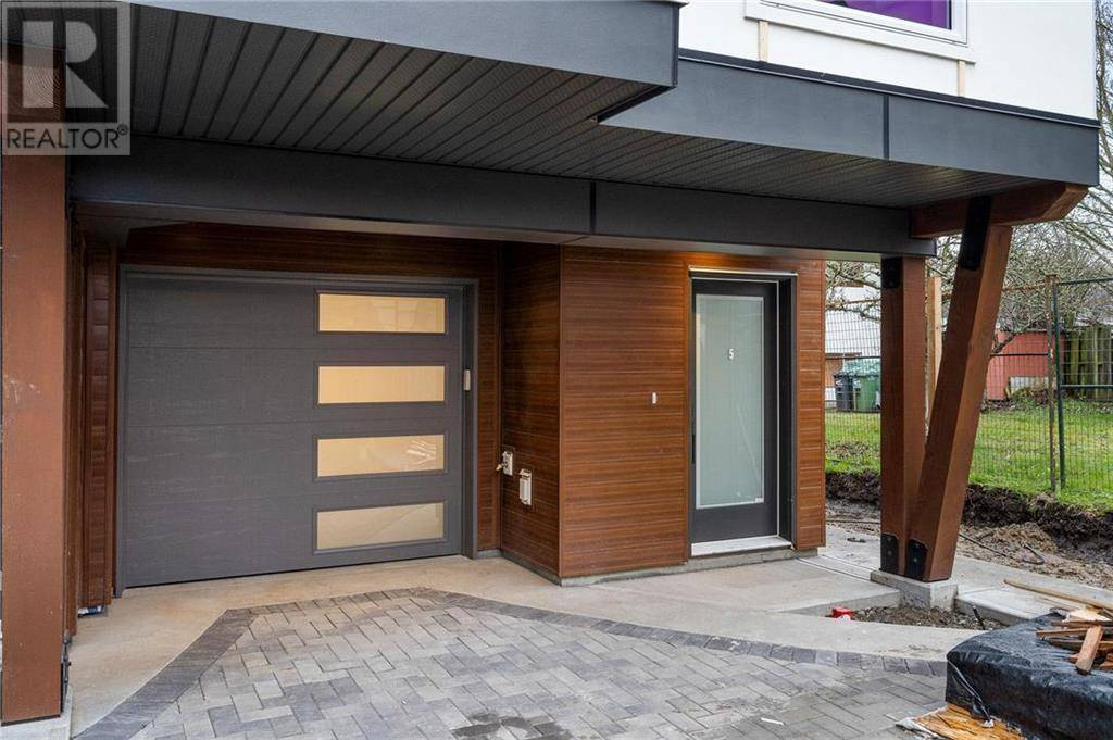 Townhouse for sale at 2816 Shelbourne St Unit 4 Victoria British Columbia - MLS: 420103