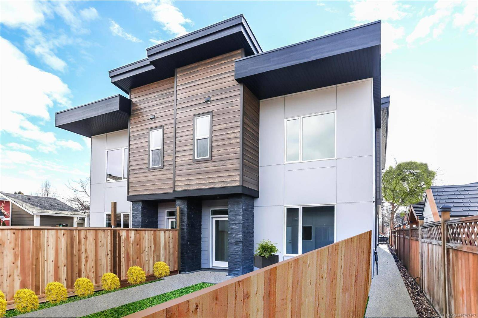 Townhouse for sale at 796 Cawston Ave Unit 4 Kelowna British Columbia - MLS: 10202152