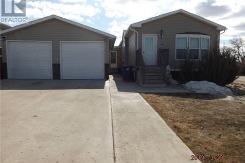 House for sale at 4 7th Ave S Weyburn Saskatchewan - MLS: SK763953