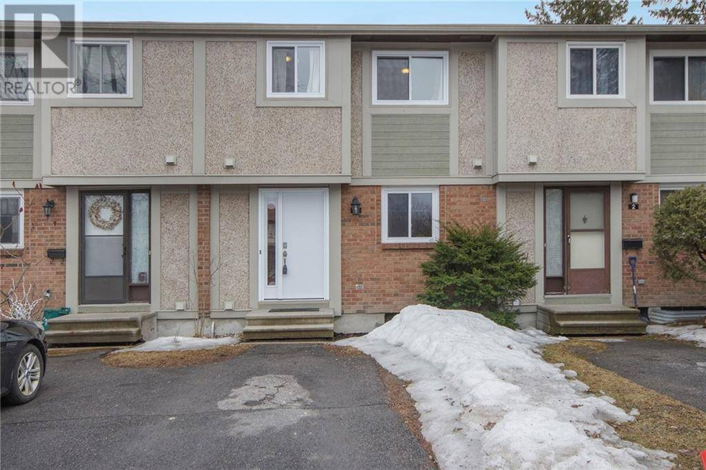 Townhouse for sale at 4 Barrow Cres Ottawa Ontario - MLS: 1185685