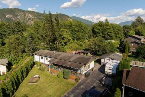Home for sale at 4 Bracken Pw Squamish British Columbia - MLS: R2458661