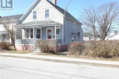 House for sale at 4 Carleton St Yarmouth Nova Scotia - MLS: 201906649