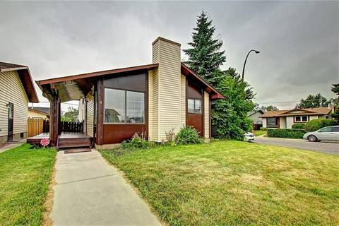 House for sale at 4 Castleridge Cres Northeast Calgary Alberta - MLS: C4263057