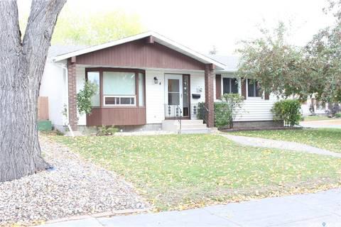 House for sale at 4 Craigie By Regina Saskatchewan - MLS: SK787450