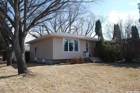 House for sale at 4 Empress Dr Regina Saskatchewan - MLS: SK790240