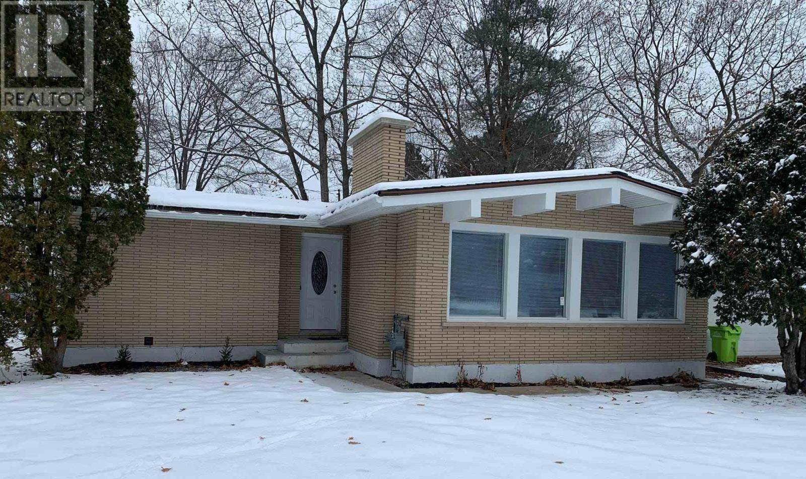 House for sale at 4 Ford St Sault Ste. Marie Ontario - MLS: SM127448