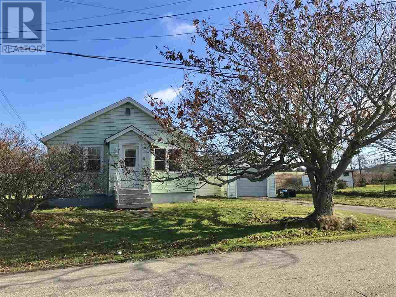 House for sale at 4 Myrtle St Yarmouth Nova Scotia - MLS: 201926408