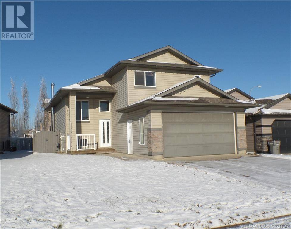 House for sale at 4 Pinnacle Rd Grande Prairie Alberta - MLS: GP211942