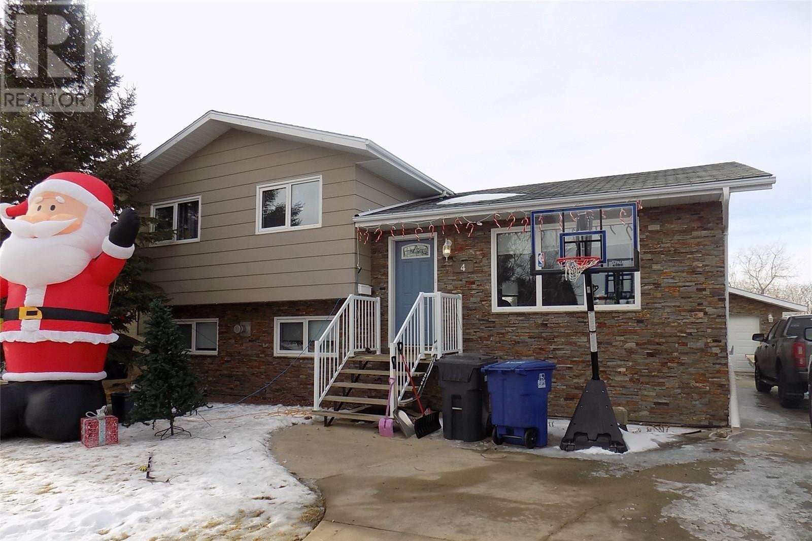 House for sale at 4 Weibe Cres Weyburn Saskatchewan - MLS: SK836149