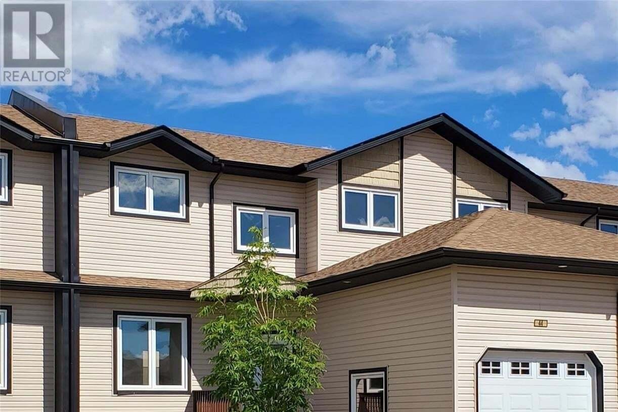 Townhouse for sale at 118 Hampton Cir Unit 40 Saskatoon Saskatchewan - MLS: SK827202