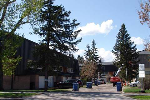 Townhouse for sale at 40 Brae Glen Ct Southwest Calgary Alberta - MLS: C4233981