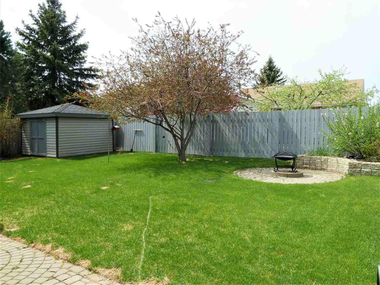 For Sale: 40 Courtenay Drive, Sherwood Park, AB   6 Bed, 3 Bath House for $575,000. See 30 photos!
