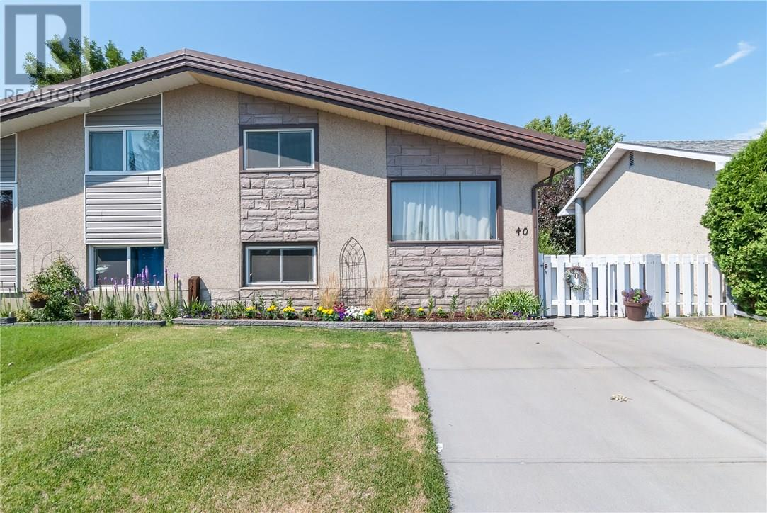Removed: 40 Gray Crescent Northwest, Medicine Hat, AB - Removed on 2018-08-15 08:03:26